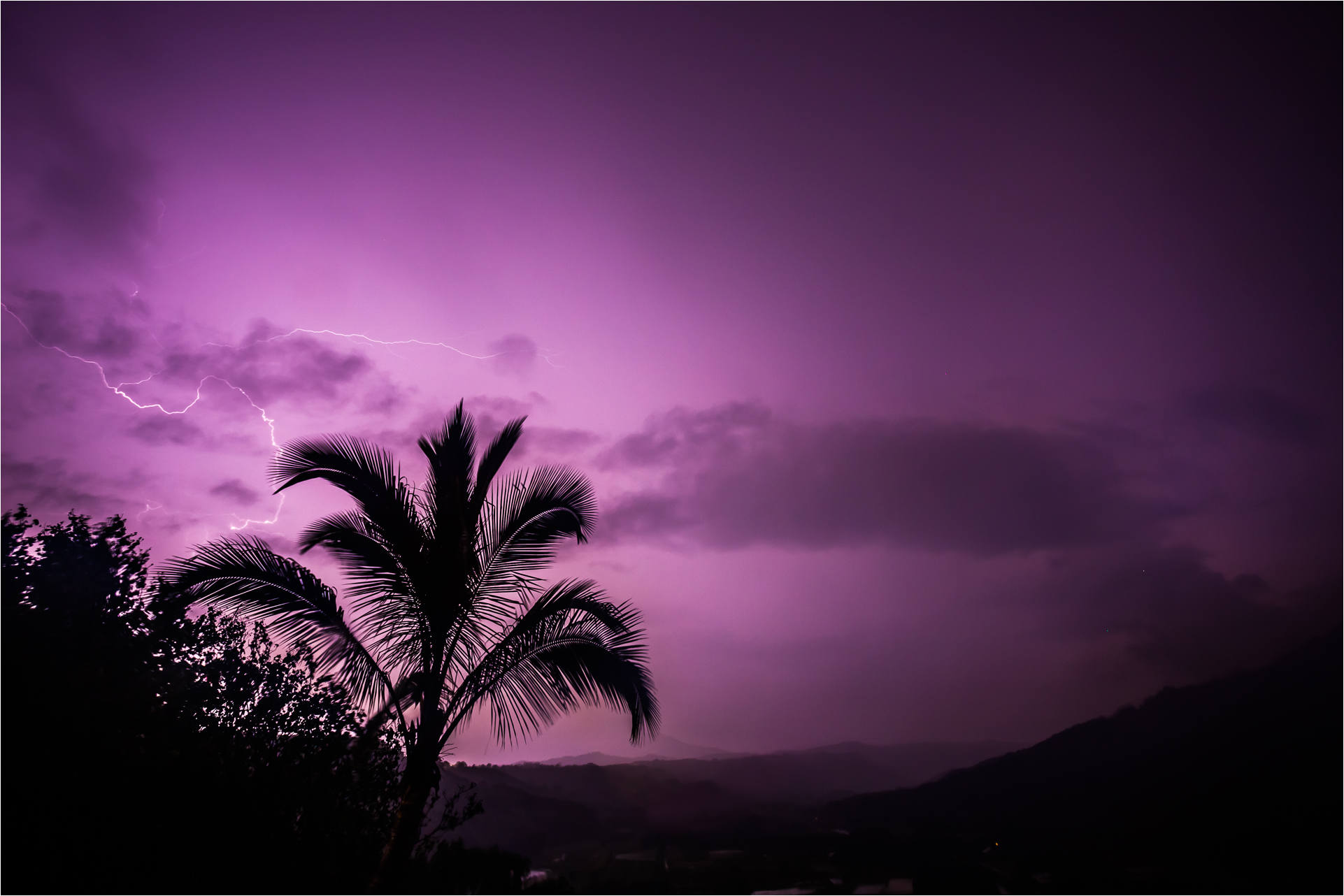 A silent observer to Pele's storm - © Christopher Martin-0038