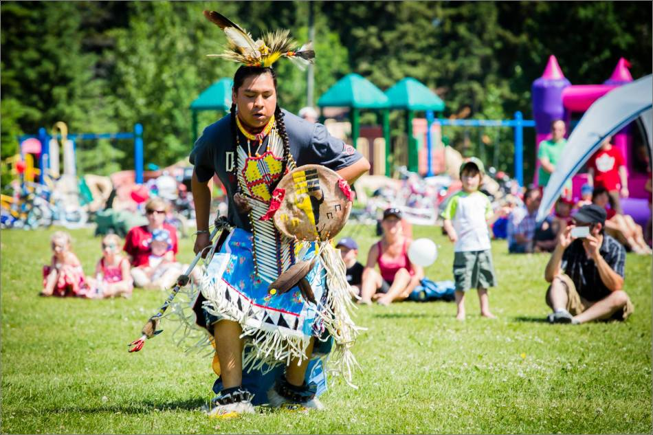 Tsuu T'ina Dancer - 2013 © Christopher Martin