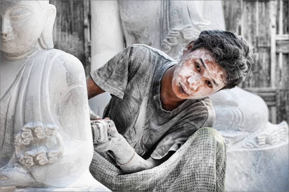 Marble carver in Mandalay - 2010 © Christopher Martin