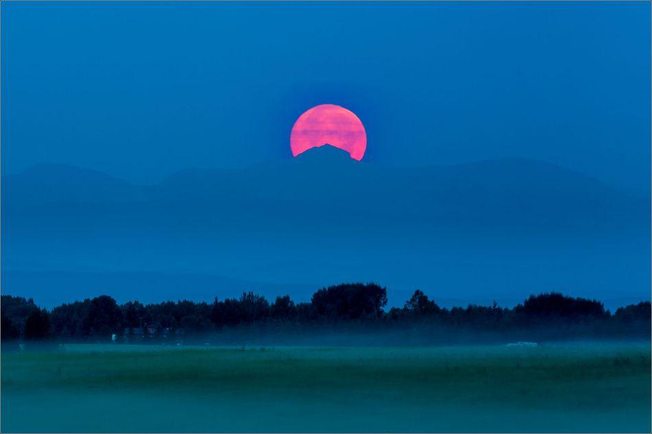 Supermoon setting - 2014 © Christopher Martin