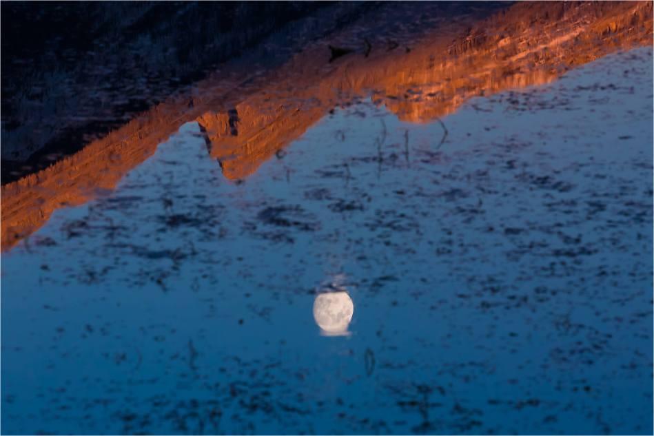 Mount Rundle Moonrise - © Christopher Martin-9588