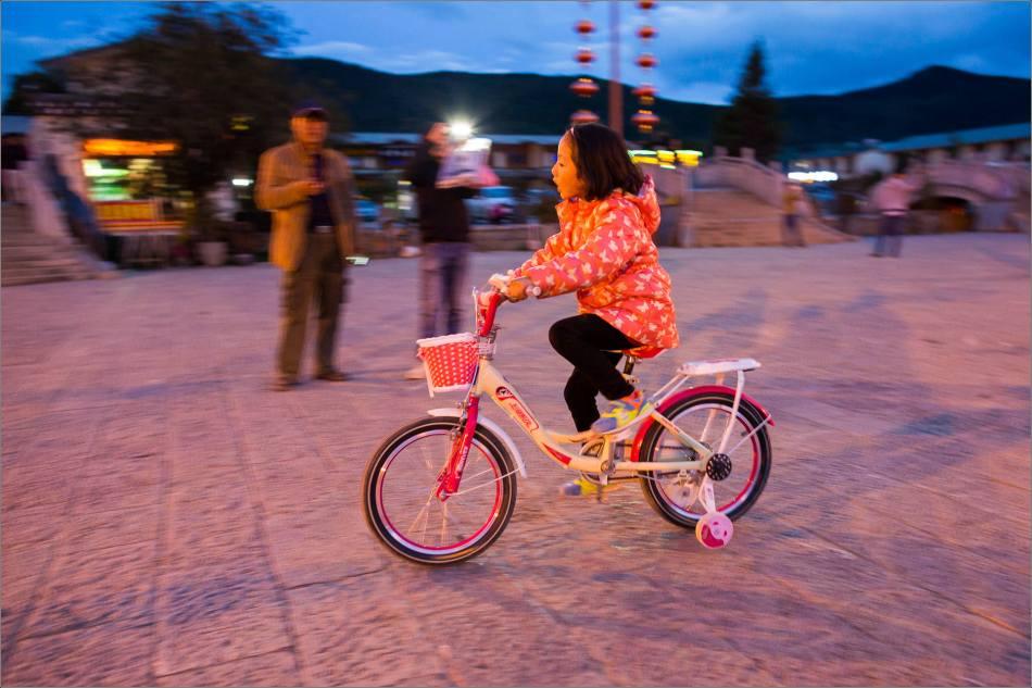 On the street in Shangri-La - © Christopher Martin-0243