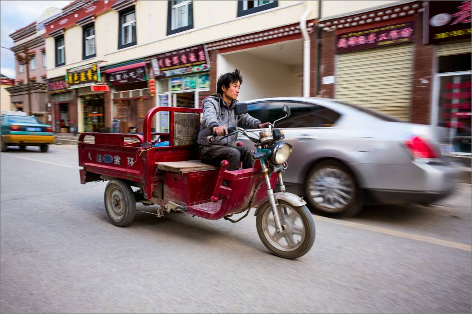 Motion blur on the street in Shangri-La - © Christopher Martin-6068