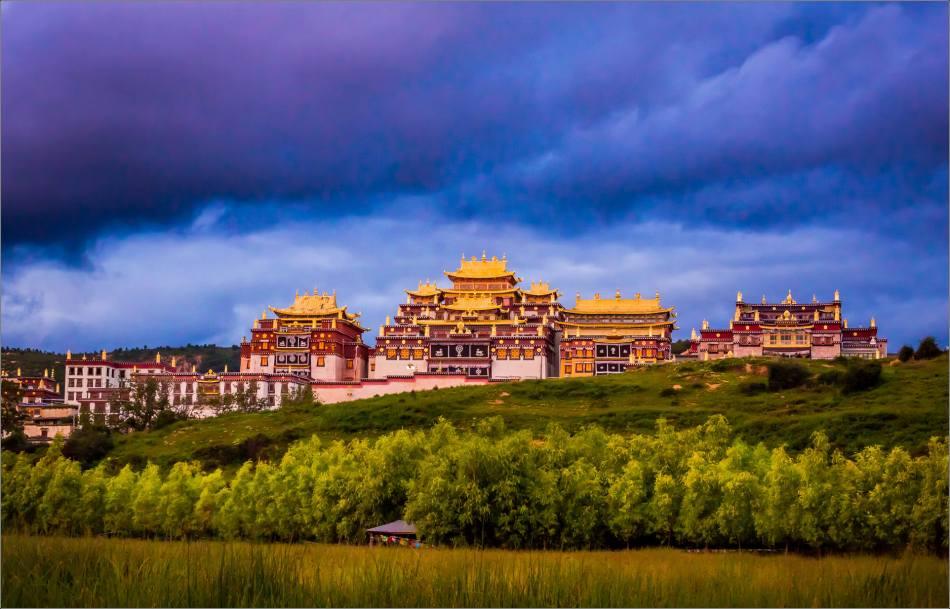 Ganden Sumtseling Monastery at dusk - © Christopher Martin-6850-3