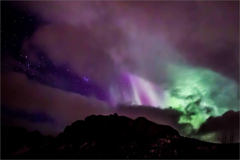 Aurora over Yamnuska - © Christopher Martin-7588