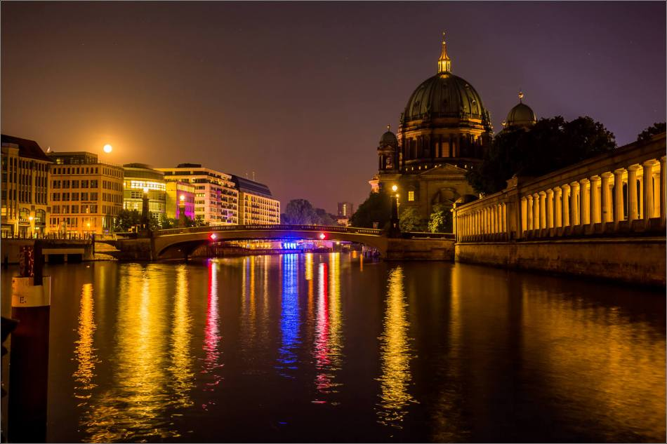 Berliner Dom and the rising moon - © Christopher Martin-8950